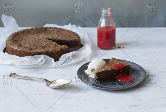 Chocolate pastry with raspberry sauce