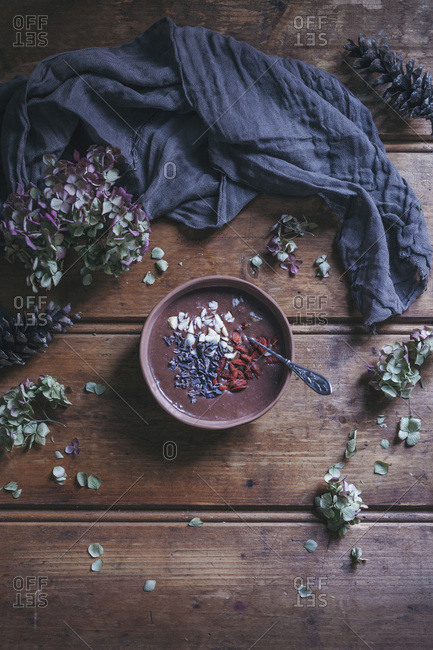 Chocolate smoothie bowl with Brazil nuts, goji berries and cacao nibs