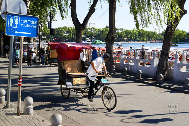 5/12/16: Pedal rickshaw, Houhai lake, Beijing, China