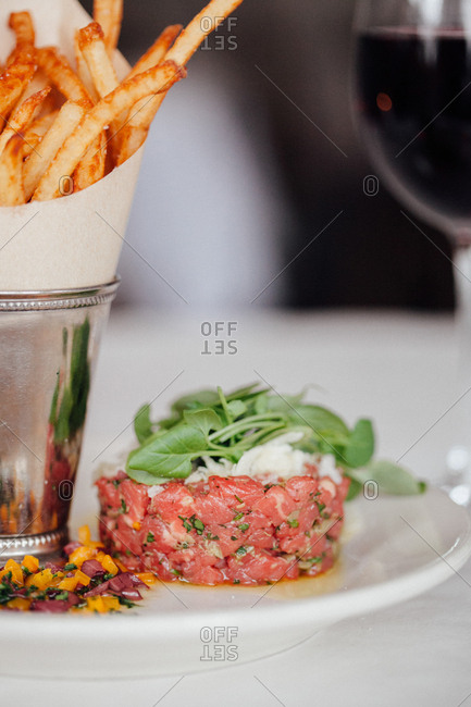 Steak tartar with fries and red wine