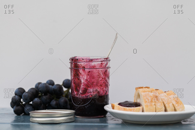 Concord grape jam with bread and fresh grapes