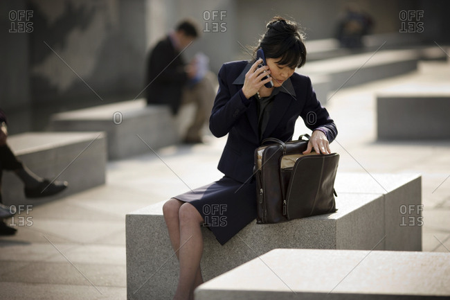 Businesswoman speaking on her cellphone in a city square