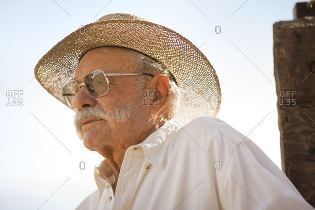 Senior man wearing a straw sun hat