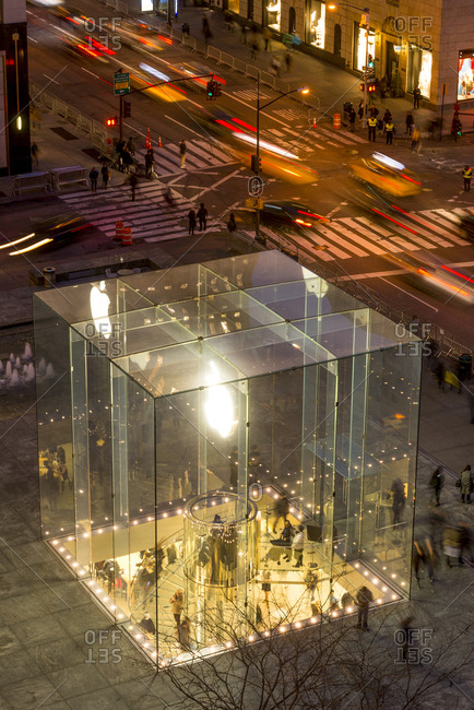 New York, New York - January 19, 2017: The apple store on fifth avenue