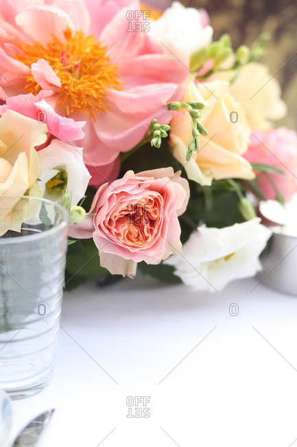 Close up of a floral centerpiece on a wedding plate