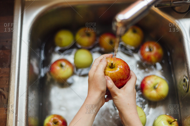 Washing apples in sink