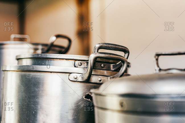 Metal cooking pots with lids