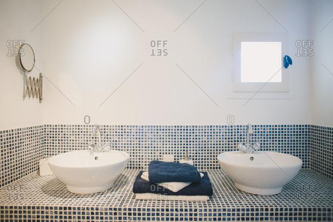 Tiled double sink in bathroom