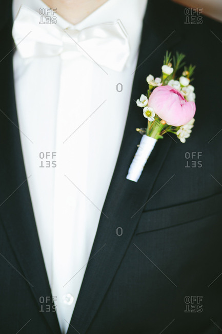 Groom in tux with boutonniere