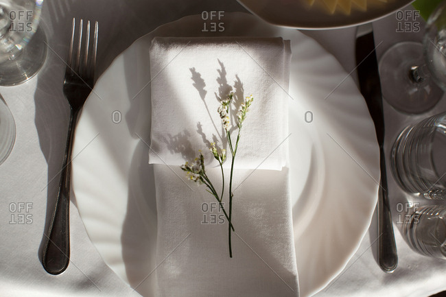 Floral spring on wedding table