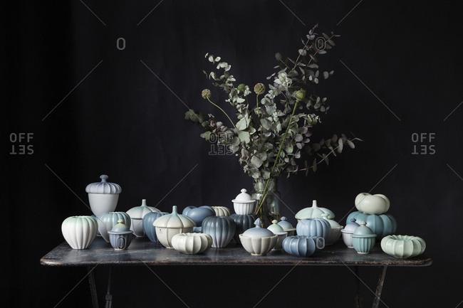 Ceramics and poppy plants - Offset