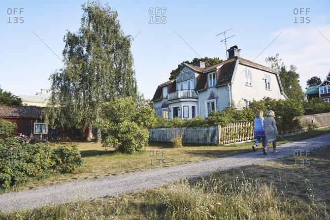 Sweden, Stockholm Archipelago, Sandhamn, Old house in summer
