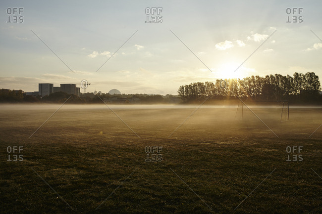 Sweden, Stockholm, Arsta, Foggy field at dawn