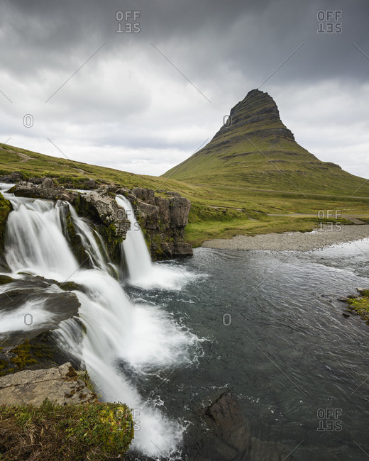 Iceland, Suournes, Kirkjufellsfoss waterfall and Kirkjufell mountain