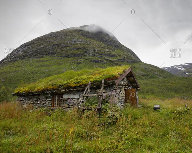 Norway, Overgrown stone hut in Jotunheimen range