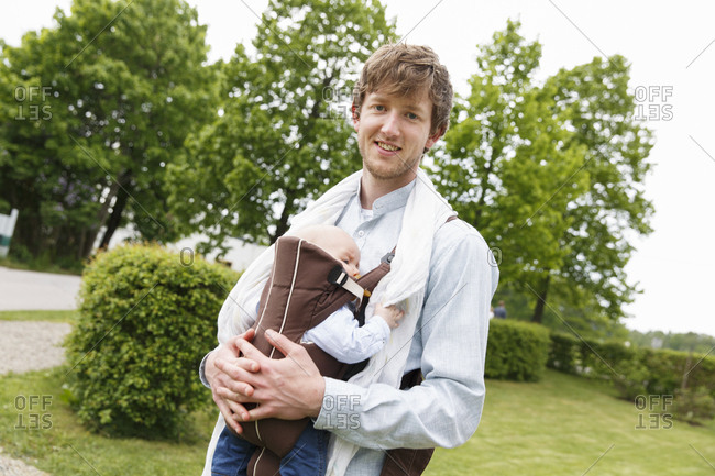 Sweden, Sodermanland, Young father holding baby son in garden