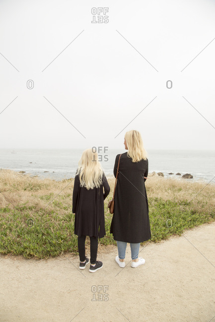 USA, California, Pacific Grove, Mother and daughter looking at sea