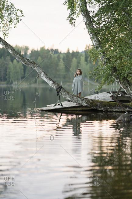 Sweden, Vastmanland, Hallefors, Bergslagen, Girl standing on lakeshore