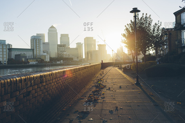 UK, England, London, Promenade on shore of River Thames in Rotherhithe