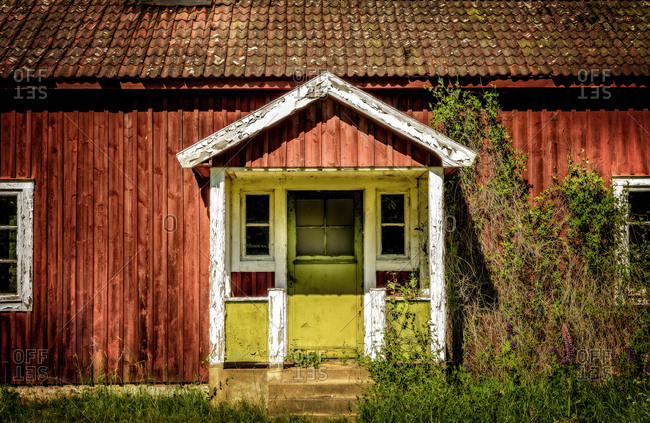 Sweden, Sodermanland, Small village house with yellow doors