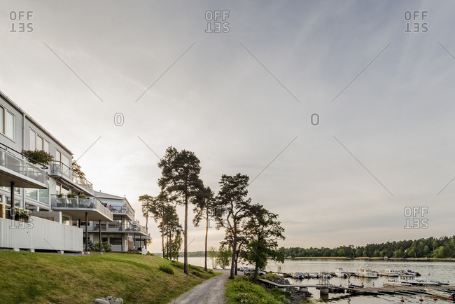 Sweden, Stockholm Archipelago, Uppland, Vaxholm, Footpath along bay