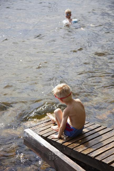 Finland, Savonlinna, Pihlajavesi, Two boys (6-7, 7-8) playing in lake