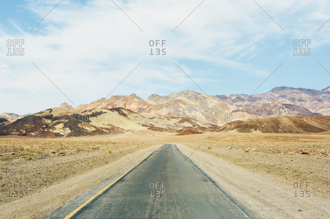 USA, California, Empty road in Death Valley National Park
