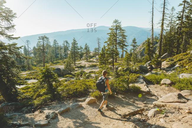 USA, California, Yosemite National Park, Man hiking at Taft Point Trail