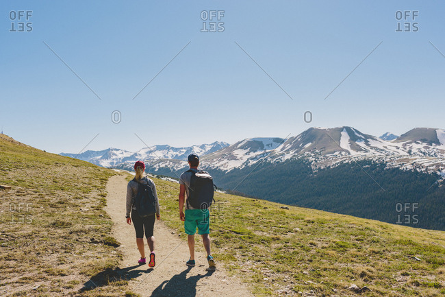 USA, Colorado, Rocky Mountain National Park, Two people hiking in mountains