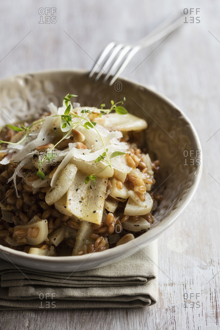 Spelt risotto with salsifies - pine nuts and parmesan