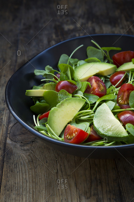 Salad of Indian lettuce with avocado and tomatoes