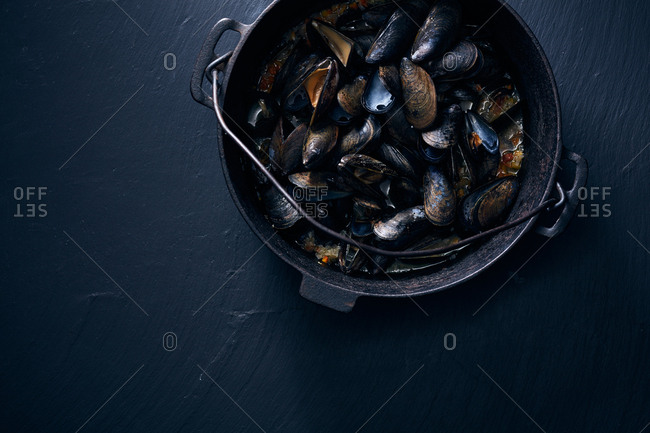 Pot of mussels from above