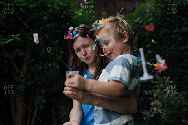 Kids with confetti toy outside