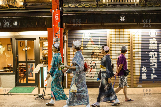 September 29, 2016 - Tokyo, Japan: Girls in kimonos walk through Asakusa area