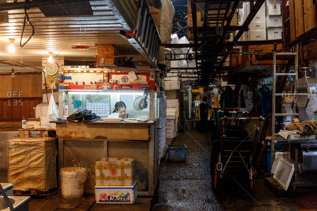 September 26, 2016 - Tokyo, Japan: A woman in a booth at the Tsujiki Fish Market