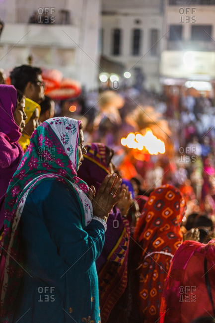 November 22, 2015 - Pushkar, Rajasthan, India: A woman praying in a festival crowd