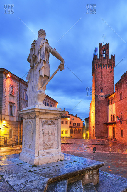 Palazzo Comunale and statue