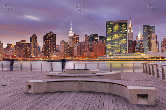 Gantry Plaza State Park, View of the Manhattan skyline, with United Nations, Empire State and Chrysler buildings from Gantry Park