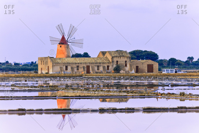 Isole dello Stagnone, Salt field