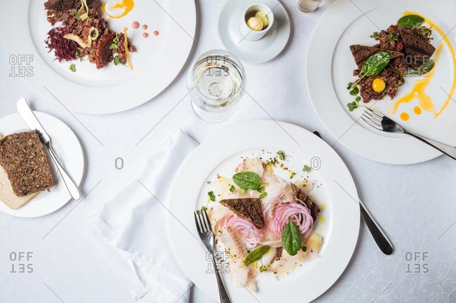 Fish and steak tartar plates
