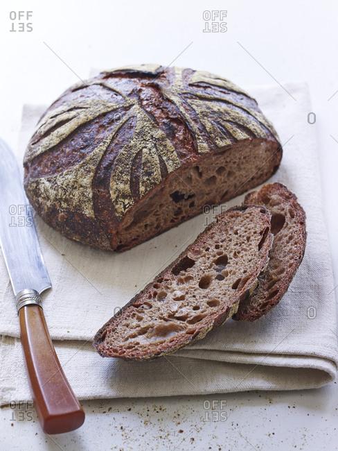 Sliced beet bread on a linen napkin