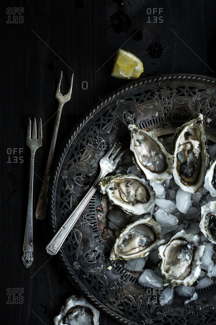 Oysters on ice on platter