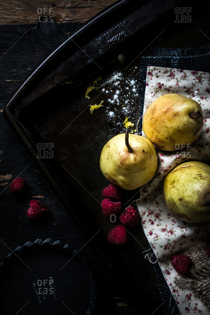Raspberries with pears on pan