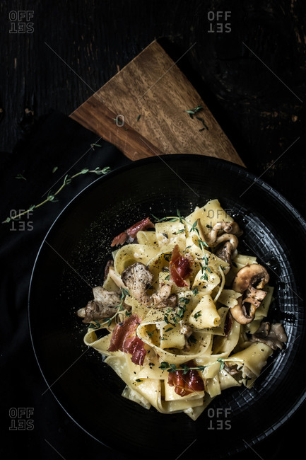 Pasta with mushrooms and prosciutto