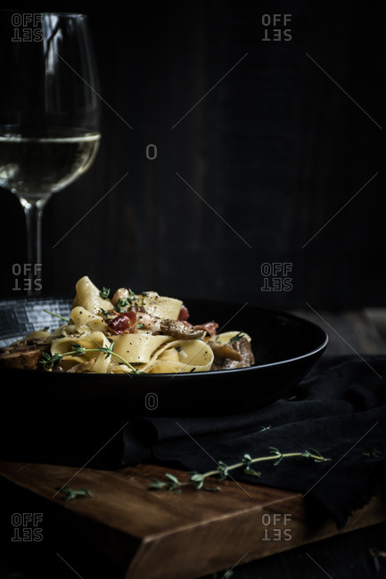 Pasta dish with mushrooms and prosciutto