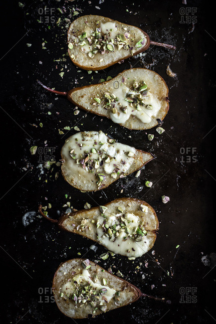 Baked pears with brie