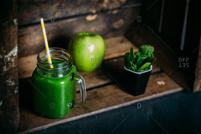 Green detox smoothie with apple and spinach
