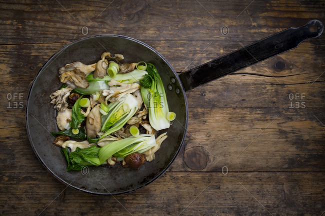 Stir-fry with Chinese cabbage- maitake- oyster and shitake mushrooms