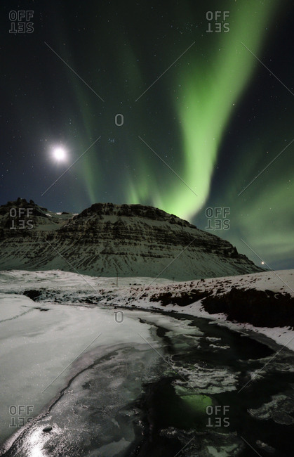 Iceland- Northen lights in the mountain