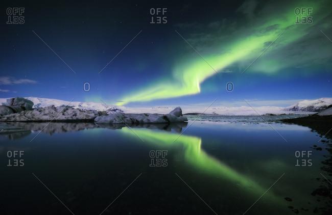 Iceland- Northern lights over Jokulsarlon glacial lake